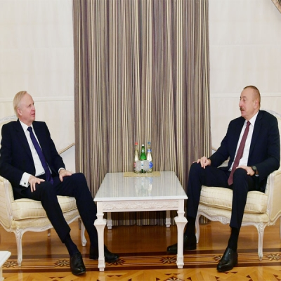 Ilham Aliyev receives bp CEO